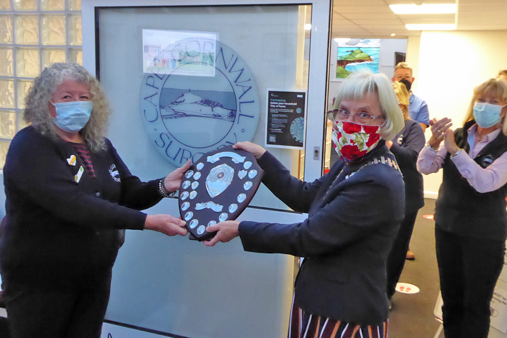 Mo O'Brien receiving the Citizen of the Year Award from Town Mayor Marna Blundy